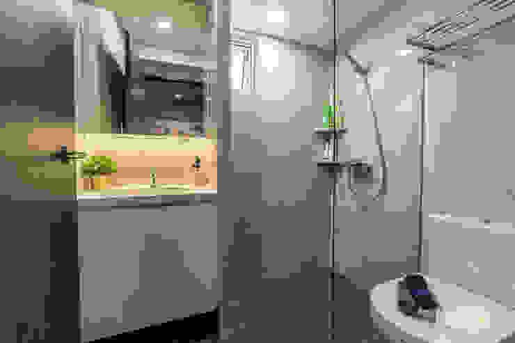 Toa Payoh Rise Ovon Design Modern bathroom