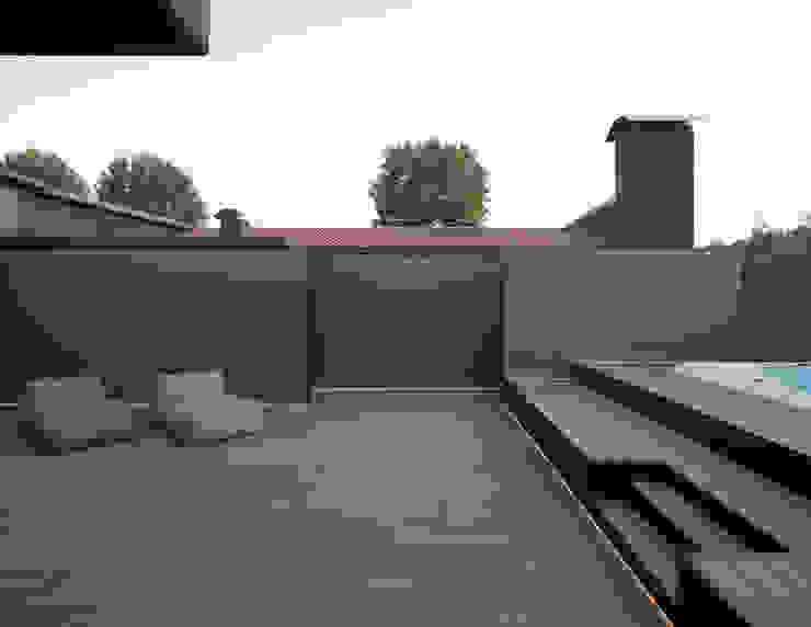 Didonè Comacchio Architects Minimalistischer Balkon, Veranda & Terrasse