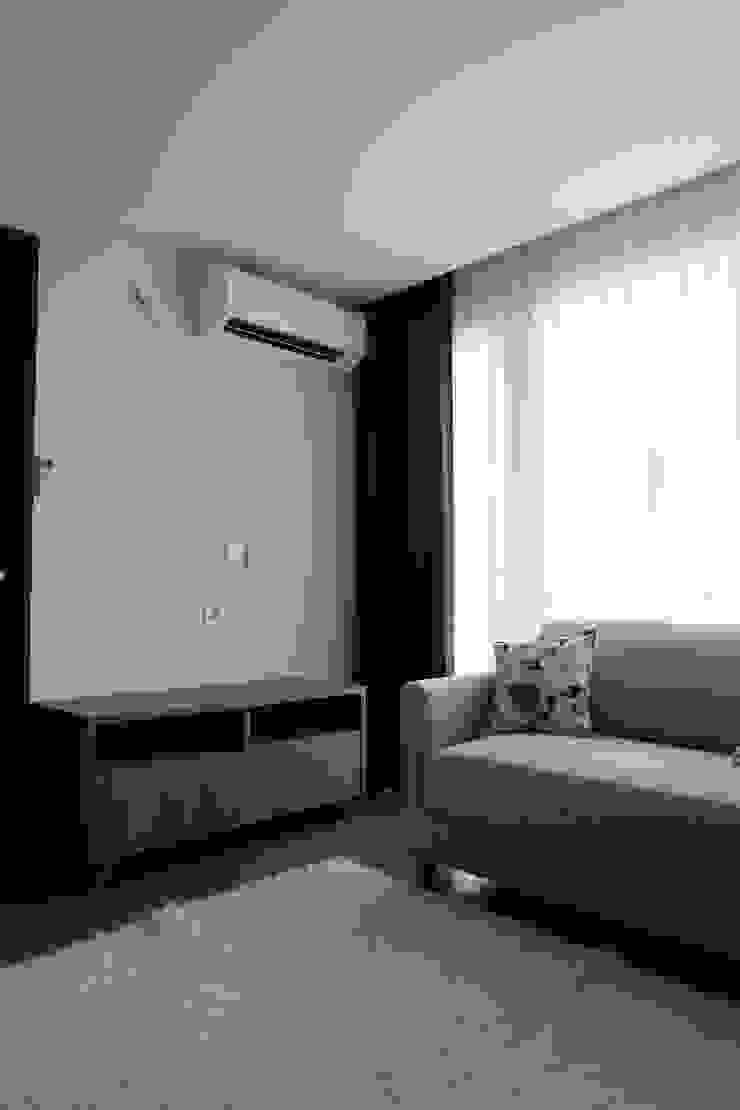 living room Ruang Keluarga Modern Oleh MF DESIGN Modern