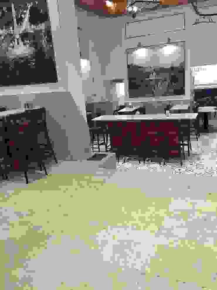 Plurirochas Lda. Study/office Stone Beige