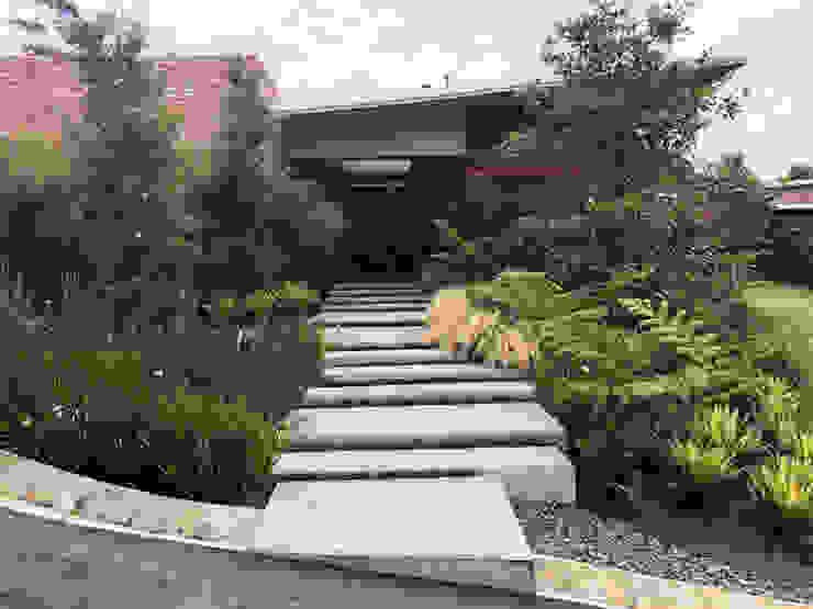 ACCESO PRINCIPAL PEATONAL Jardines de estilo tropical de URRETA Arquitectura del Paisaje Tropical
