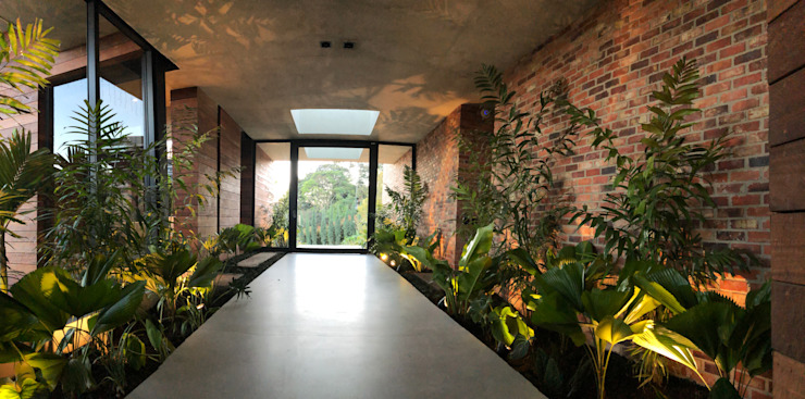 PAISAJE INTERIOR. LA NATURALEZA HACE PARTE DE LA CASA Jardines de estilo tropical de URRETA Arquitectura del Paisaje Tropical