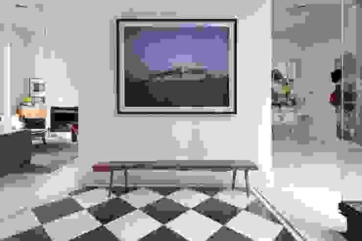 CERVIÑO HERMANAS CARADONTI Pasillos, vestíbulos y escaleras minimalistas Blanco