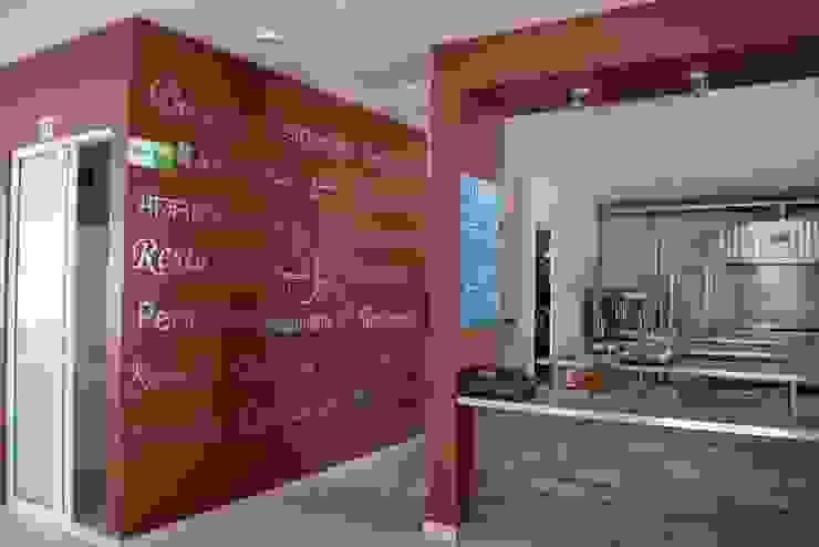 EN FUNCIONAMIENTO Gastronomía de estilo moderno de CESAR MONCADA SALAZAR (L2M ARQUITECTOS S DE RL DE CV) Moderno