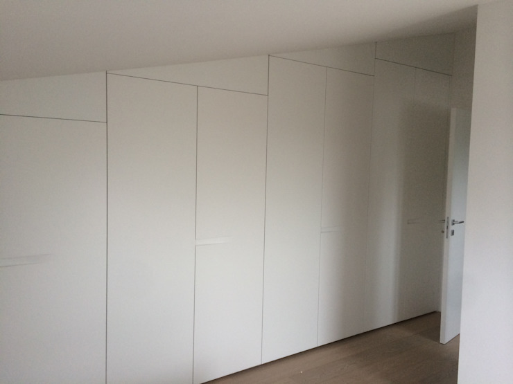 Armadio in mansarda dassigino snc Camera da letto moderna MDF Bianco