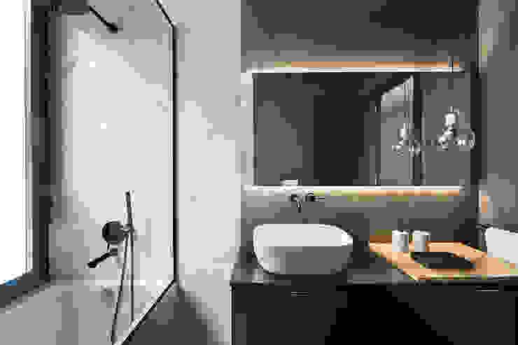 Baños de estilo moderno de Egue y Seta Moderno