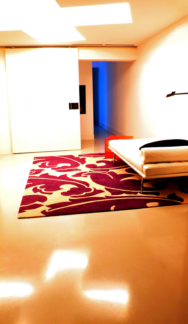 Smart Business Minimalist corridor, hallway & stairs Iron/Steel White