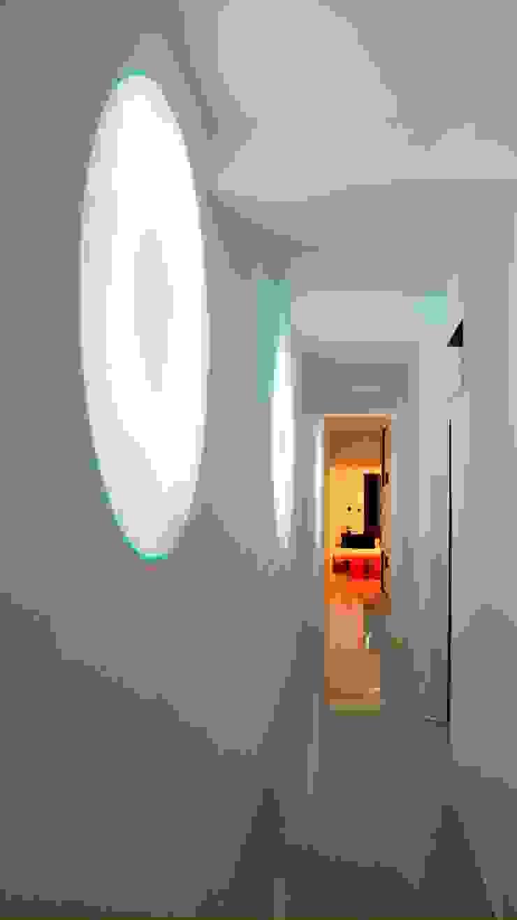 Smart Business Minimalist corridor, hallway & stairs White