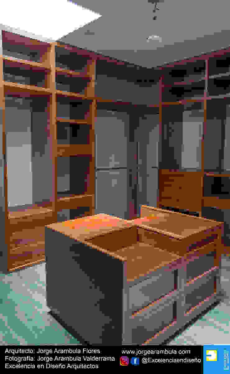 Residencia Copal Excelencia en Diseño Vestidores modernos Madera