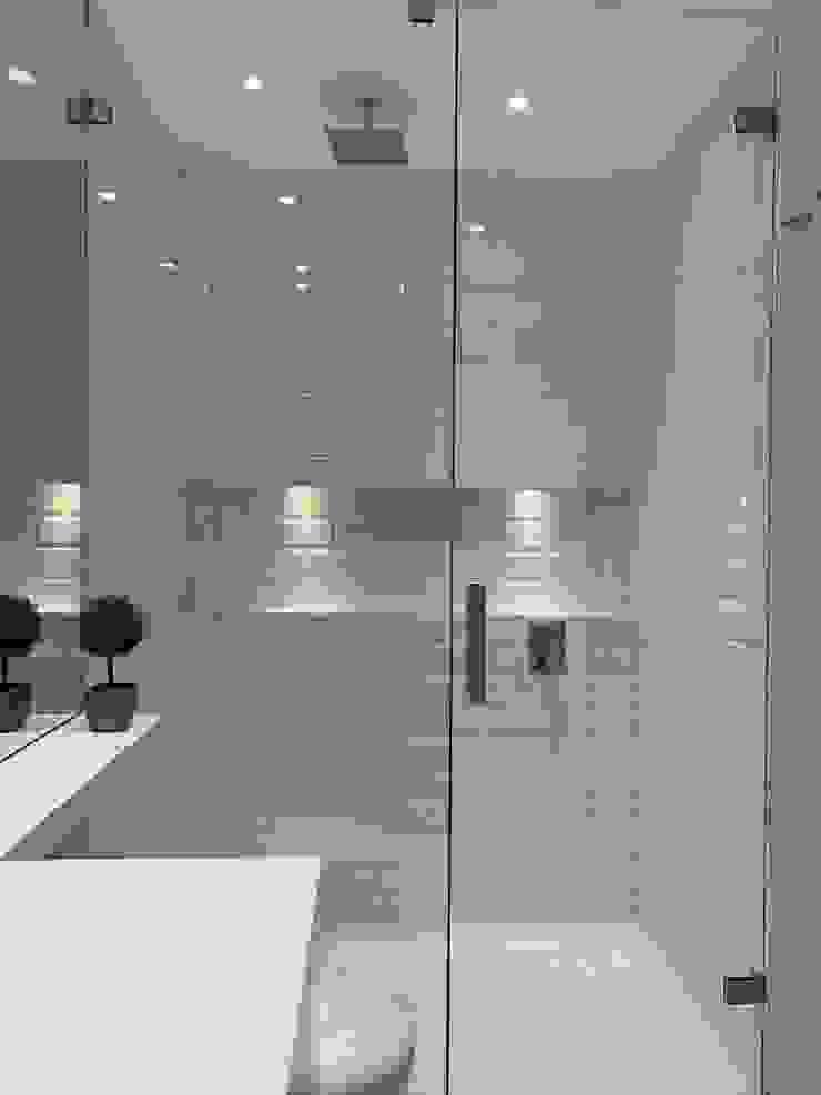 Baños de estilo ecléctico de Ecologik Ecléctico Azulejos