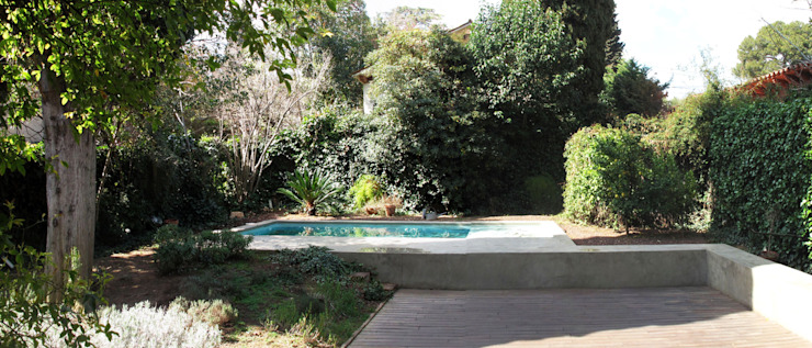 piscina y solarium Piscinas de estilo mediterráneo de ESTUDI NAO arquitectura Mediterráneo Hormigón