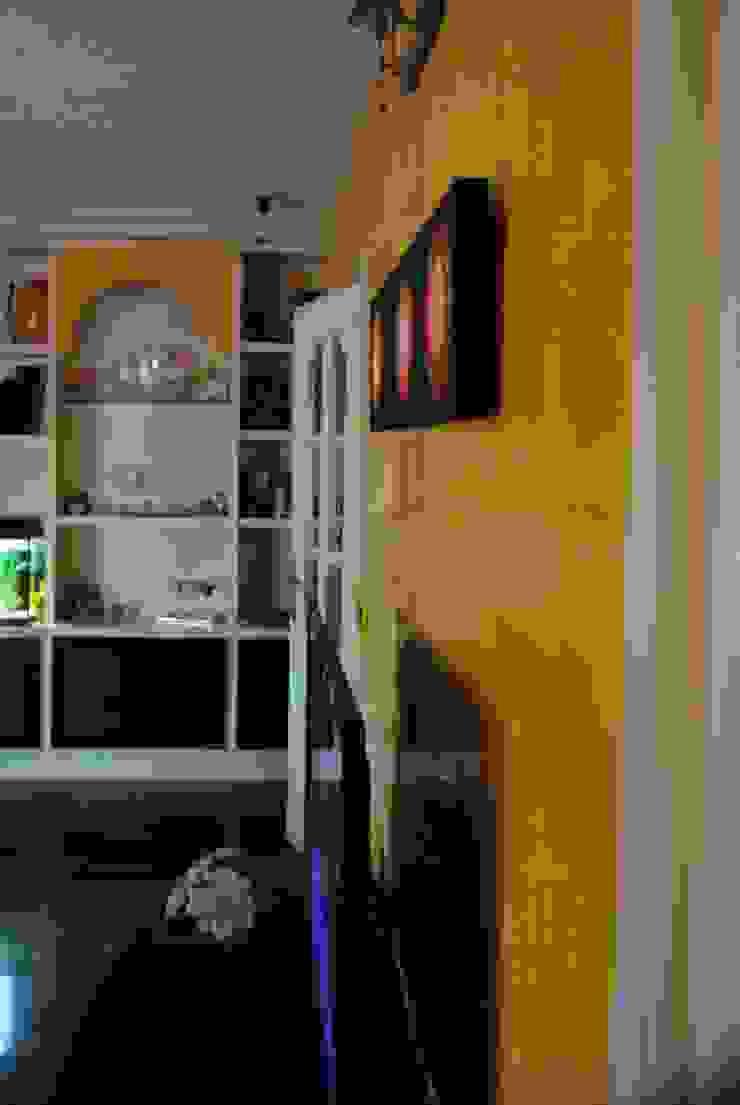 Pintores Juan Jiménez Modern living room Marble Yellow