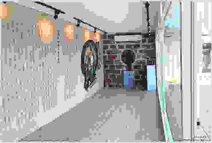 貨櫃室內展示空間 by 光合作用設計有限公司 Modern