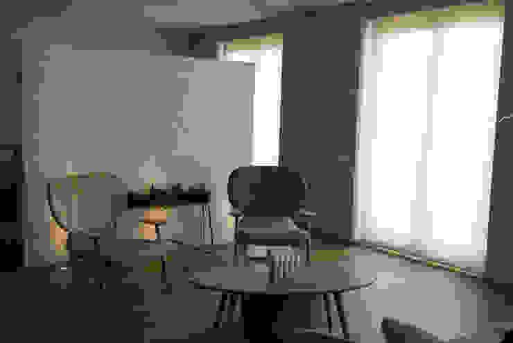 Domenico Mori Salas de estilo moderno