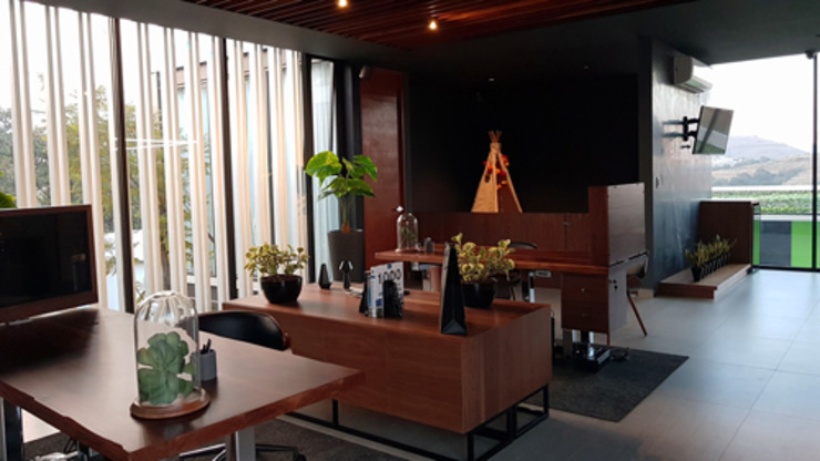 Indigo Creative Studio Industrial style offices & stores Wood Wood effect