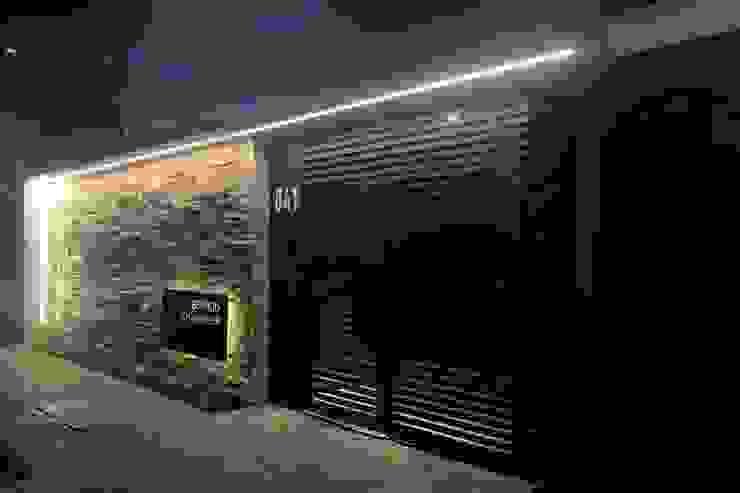 Modern style doors by BRITA ARQUITETURA Modern