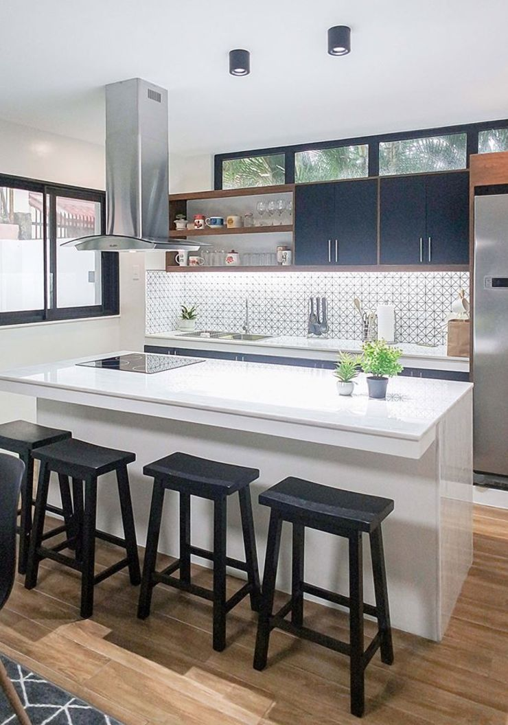 This island counter, apparently is a favorite spot! by JAAL Builders Scandinavian