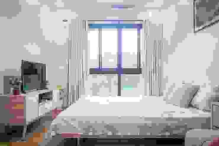 The master bedroom is also minimally designed to suit the modern Scandinavian theme JAAL Builders Scandinavian style bedroom
