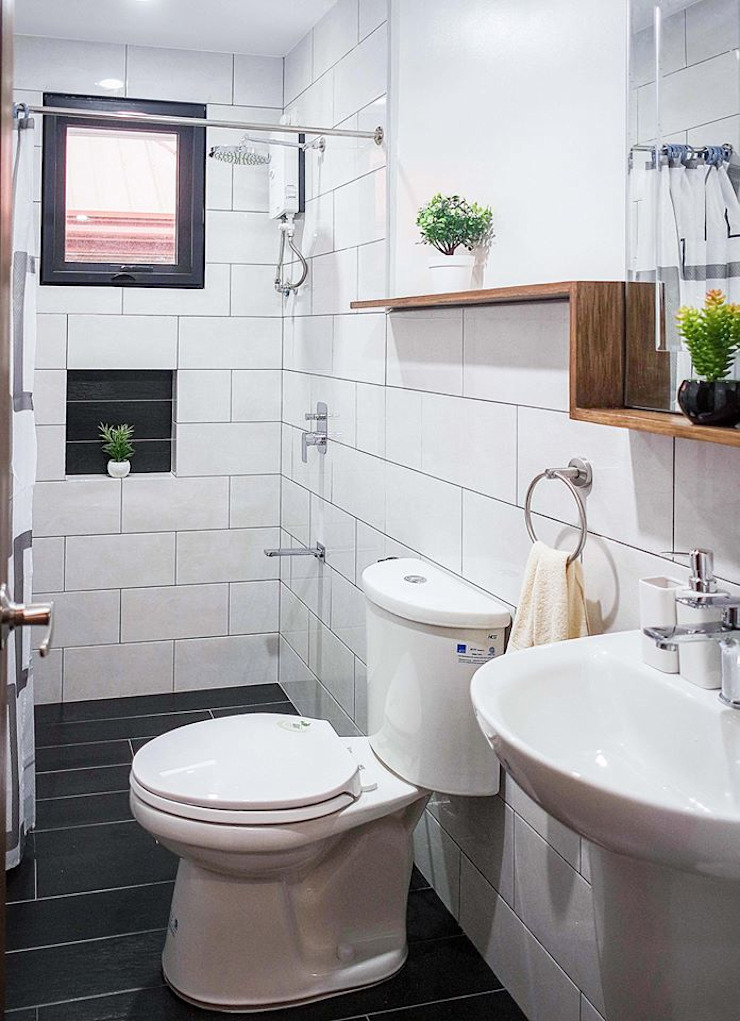 Simple and functional common toilet and bath JAAL Builders Scandinavian style bathroom