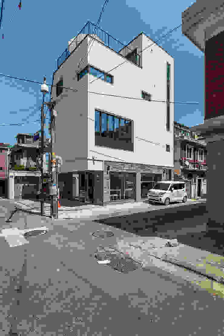 감각을 살린 서울의 예쁜상가주택 모던스타일 주택 by 한글주택(주) 모던