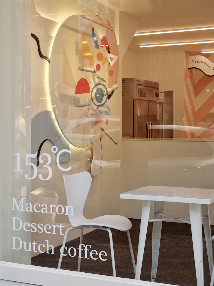 153ºC – MACARON & DESSERT CAFE 모던스타일 거실 by 원더러스트 모던