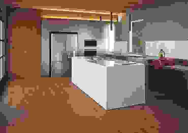 Casa ADP 7047 Associati Cucina attrezzata Marmo Effetto legno
