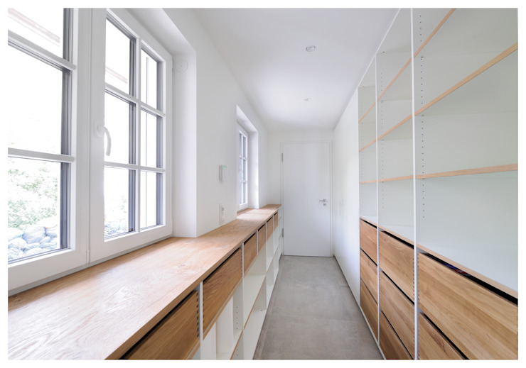 moderner begehbarer Kleiderschrank Heerwagen Design Consulting Moderne Ankleidezimmer
