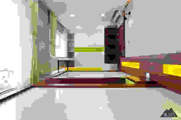 by Công ty trang trí nội thất RIM Decor Modern