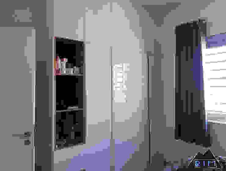 Trang trí nội thất căn hộ Nguyễn Đình Chính Apartment Phòng ngủ phong cách hiện đại bởi Công ty trang trí nội thất RIM Decor Hiện đại