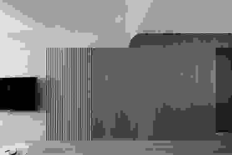 小時光 现代客厅設計點子、靈感 & 圖片 根據 知域設計 現代風