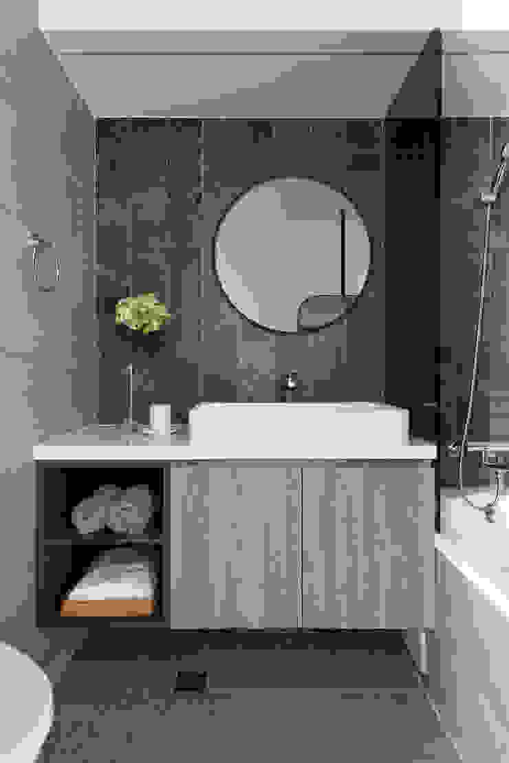 小時光 現代浴室設計點子、靈感&圖片 根據 知域設計 現代風