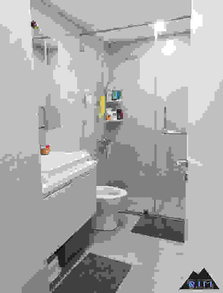 Trang trí nội thất căn hộ Nguyễn Đình Chính Apartment Phòng tắm phong cách hiện đại bởi Công ty trang trí nội thất RIM Decor Hiện đại