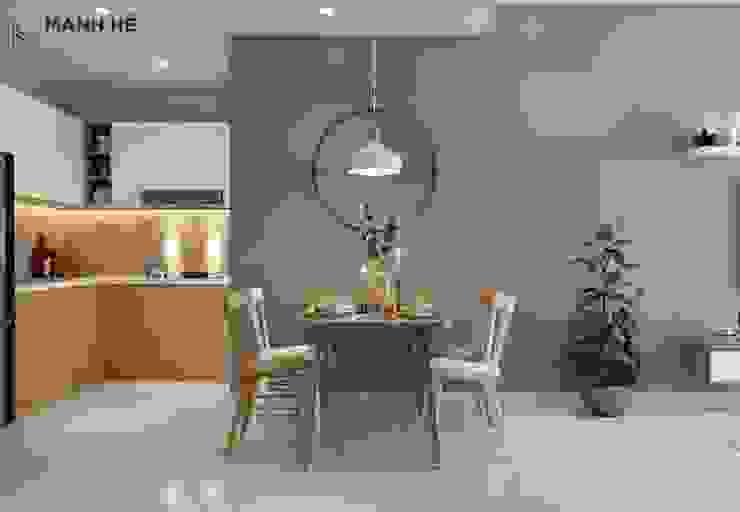 Bộ bàn ăn 4 ghế phối màu gỗ - trắng lạ mắt, trẻ trung Phòng ăn phong cách hiện đại bởi Công ty TNHH Nội Thất Mạnh Hệ Hiện đại