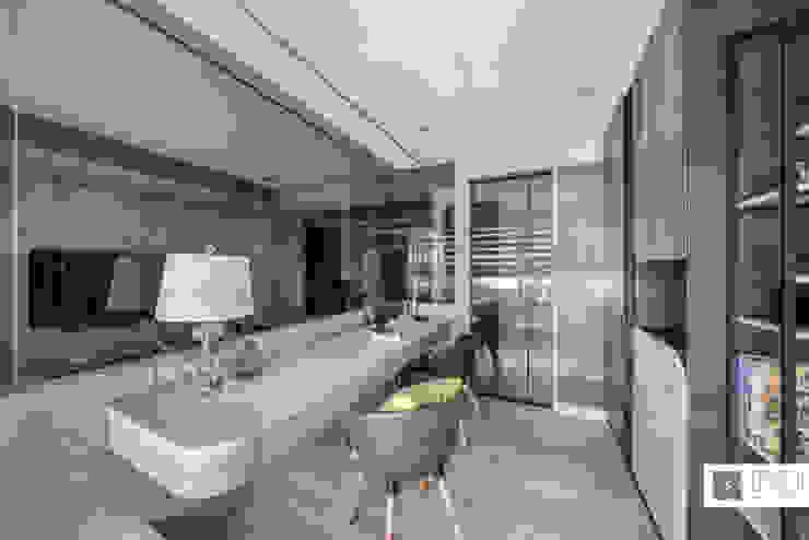 玻璃屋書房 / 時尚現代宅 根據 築沃空間設計室內裝修工程有限公司 現代風
