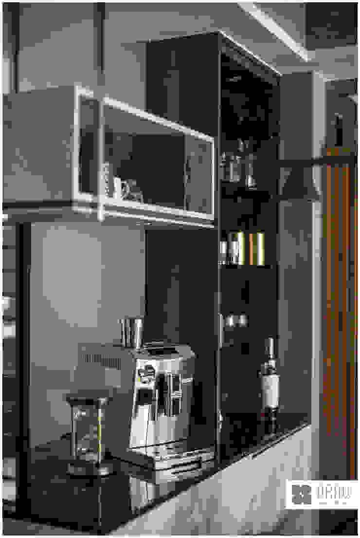 玻璃屋書房 / 時尚現代宅 現代廚房設計點子、靈感&圖片 根據 築沃空間設計室內裝修工程有限公司 現代風