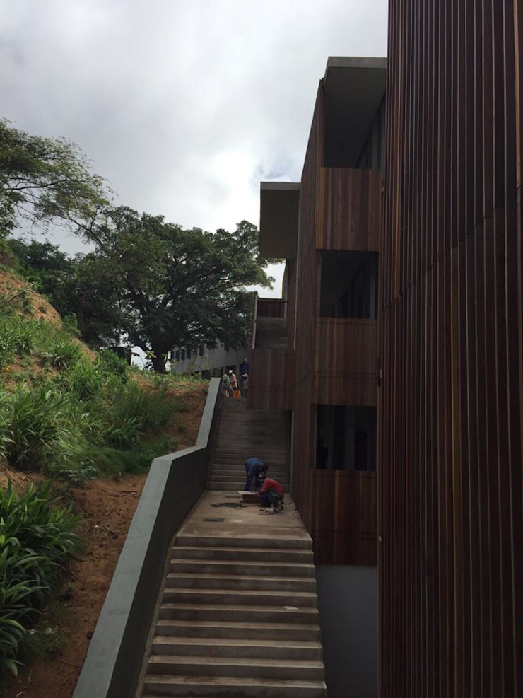 Dash Modern houses by Trak Construction Modern