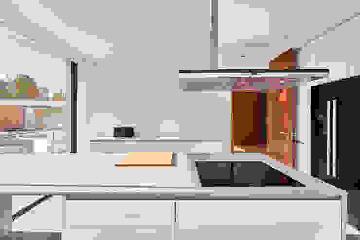MC House Atelier d'Arquitetura Lopes da Costa Muebles de cocinas