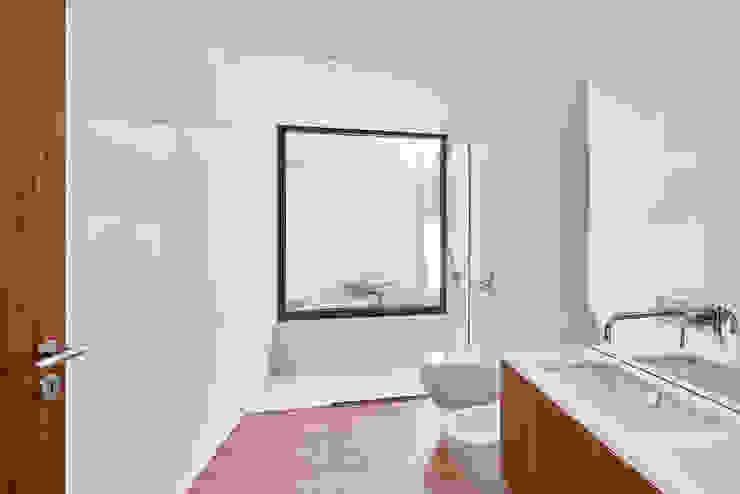 MC House Atelier d'Arquitetura Lopes da Costa Baños de estilo moderno Vidrio