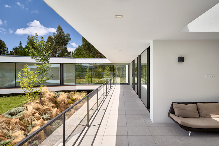 MC House Atelier d'Arquitetura Lopes da Costa Balcones y terrazas de estilo moderno