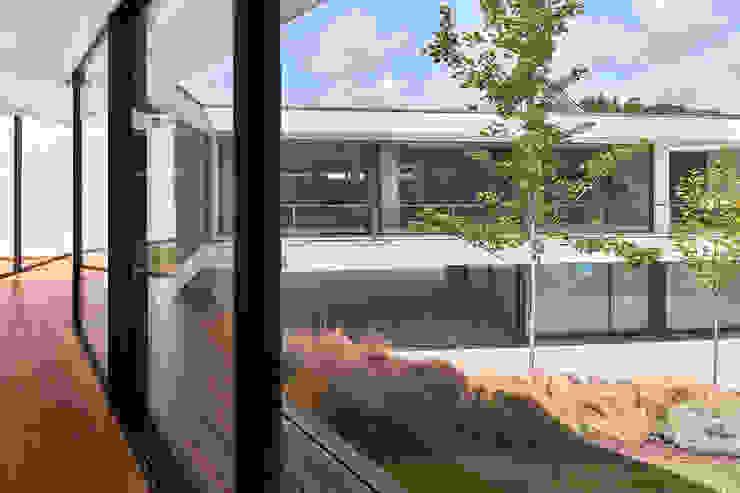 MC House Atelier d'Arquitetura Lopes da Costa Pasillos, vestíbulos y escaleras de estilo moderno