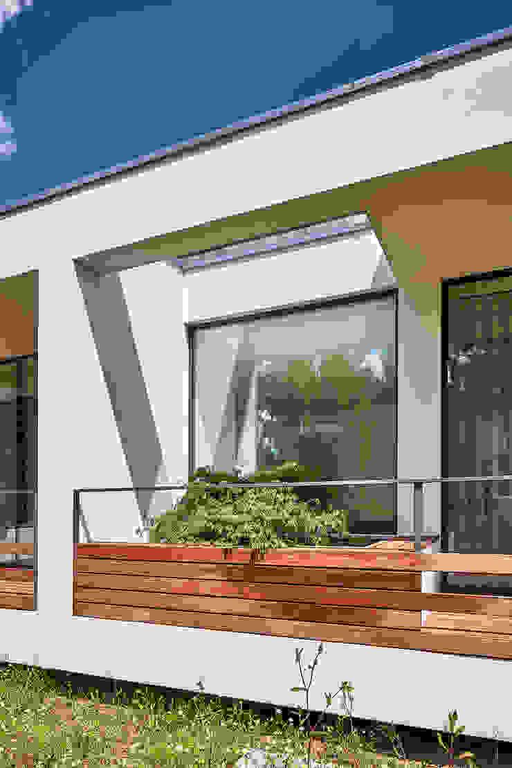 MC House Atelier d'Arquitetura Lopes da Costa Balcones y terrazas de estilo moderno Madera