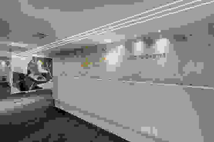 Recepção Arquitetura Sônia Beltrão & associados Espaços comerciais minimalistas Vidro Branco