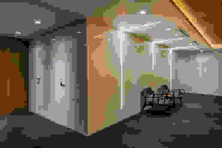 Caixa de Vidro | Hall de Acesso as Salas de Reunião Arquitetura Sônia Beltrão & associados Espaços comerciais minimalistas Vidro Branco