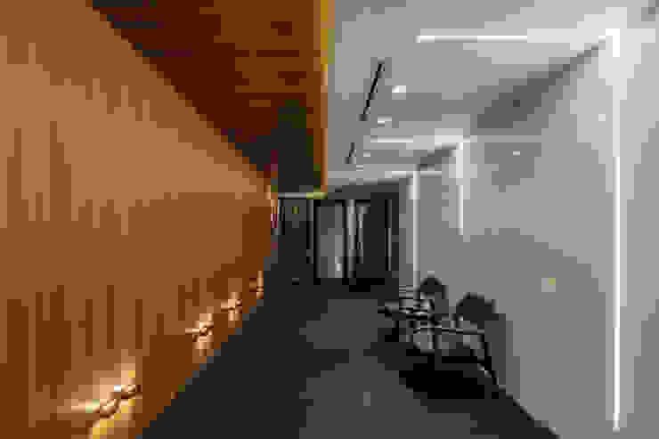Detalhes Hall Social | Privativo Arquitetura Sônia Beltrão & associados Espaços comerciais minimalistas Madeira Multi colorido