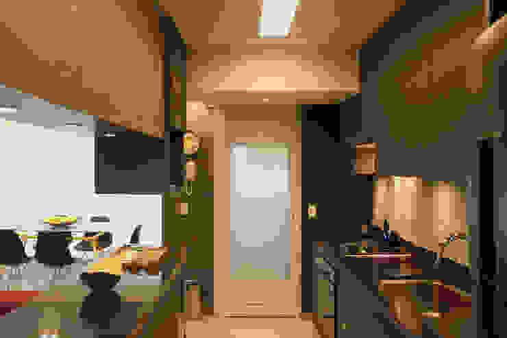 Depois da Reforma: Outra Vista da Cozinha por Marcos Takiguthi Arquiteto