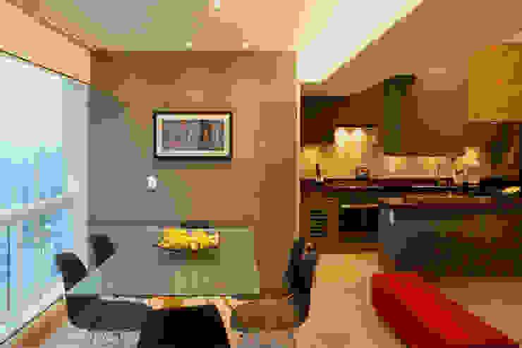 Depois da Reforma: Vista da Nova Sala de Jantar por Marcos Takiguthi Arquiteto