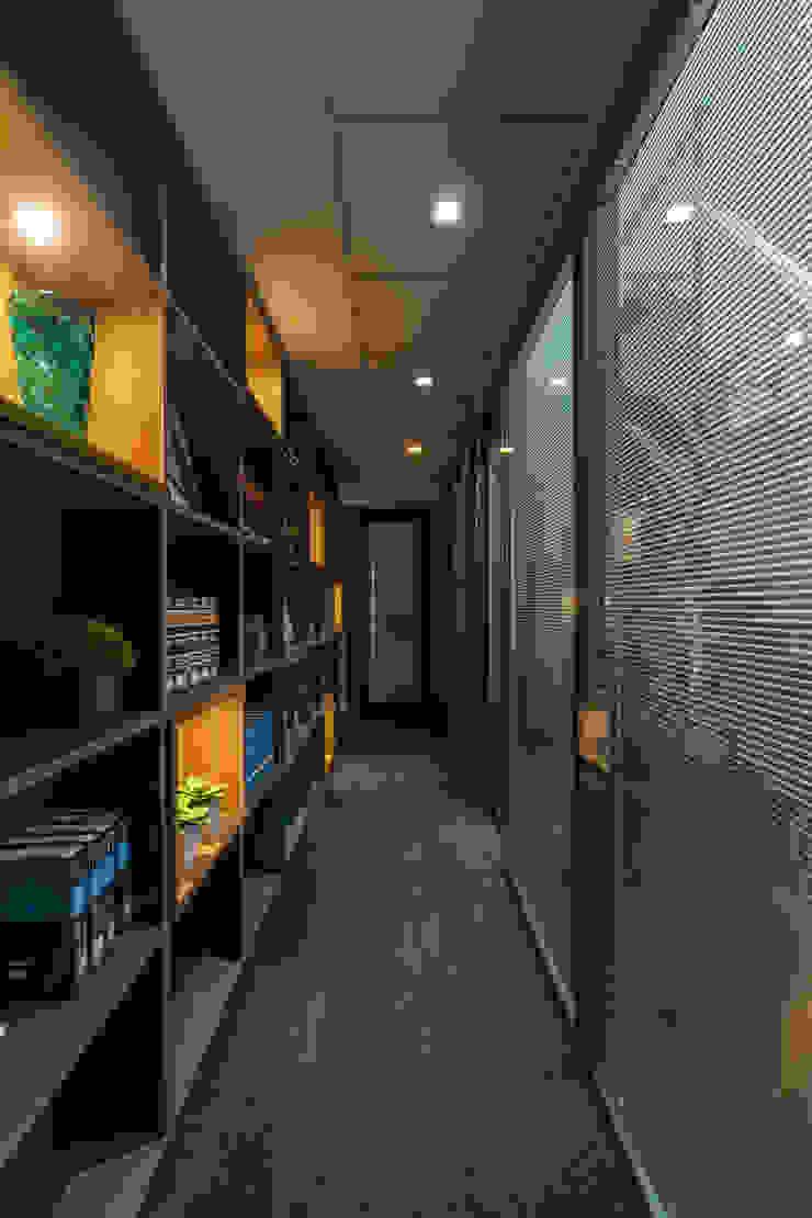 Circulação Interna | biblioteca Arquitetura Sônia Beltrão & associados Espaços comerciais modernos MDF Multi colorido