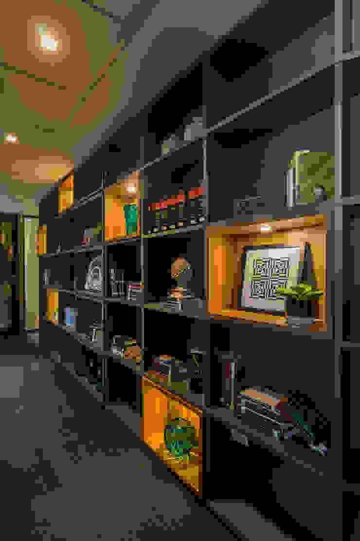 Circulação interna | Biblioteca Arquitetura Sônia Beltrão & associados Espaços comerciais modernos MDF Cinza