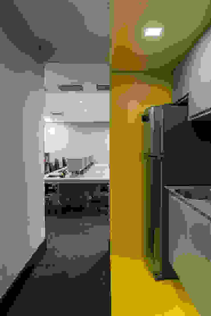 Copa do Operacional Arquitetura Sônia Beltrão & associados Espaços comerciais minimalistas MDF Amarelo