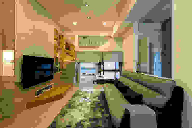 客廳保留挑高舒適感 ,多功能樓梯 。空間過道 書牆在側 閱讀好方便 ,收納藏細節。 根據 法柏室內裝修設計 日式風、東方風